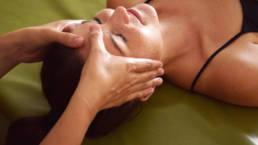 Dieses Bild zeigt eine Kopfmassage