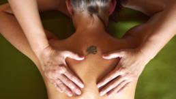 Dieses Bild zeigt eine Rückenmassage